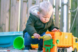 Buitenspeelgoed, auto's, vrachtwagens en tractors